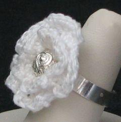 Bague fleur au crochet perle coeur à personnaliser