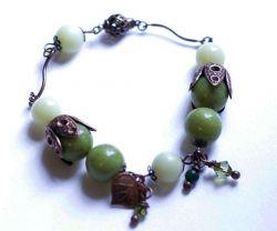 Bracelet  pierres vert anis et feuille cuivrée