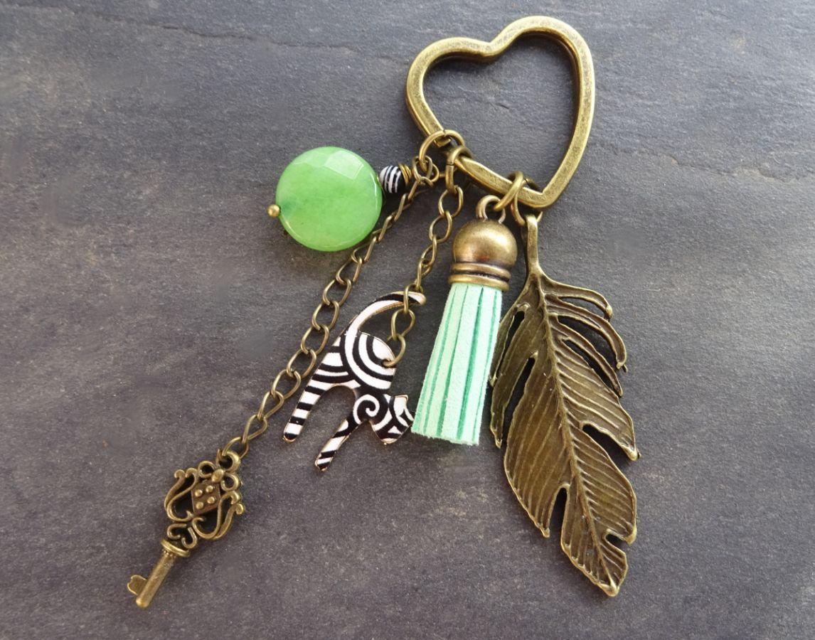 Porte clé Chat noir et blanc, pompon vert