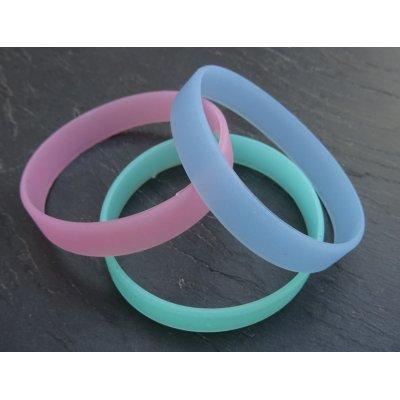 En cadeau : bracelet silicone phosphorescent