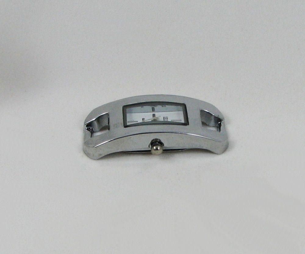Cadran de montre rectangulaire argenté style moderne