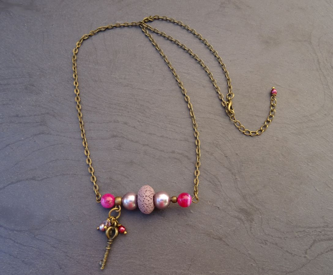 Collier barre de perles et clef Violet bronze