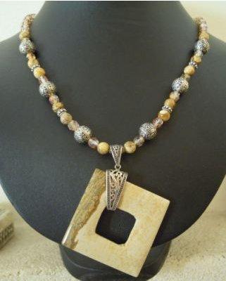 Collier Carré en Jaspe et perles Bali