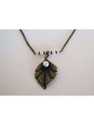 Collier feuille à la perle