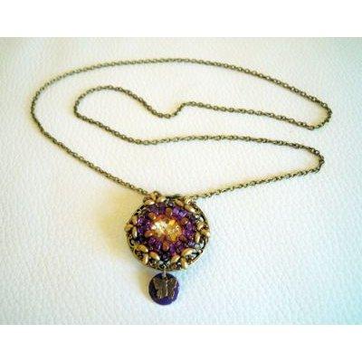 Collier médaillon Anne violet sur chaîne