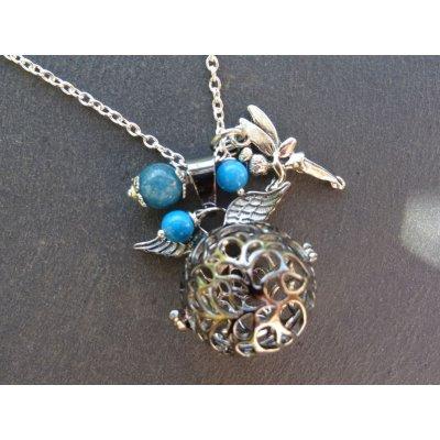 Collier pendentif boite à parfum et perles bleues