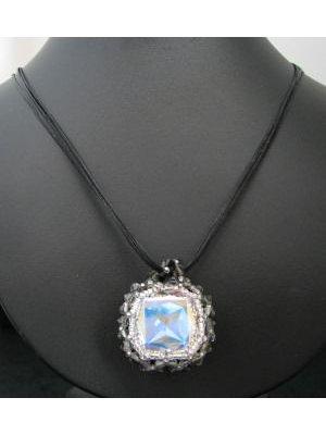 Collier pendentif carré Gris Noir
