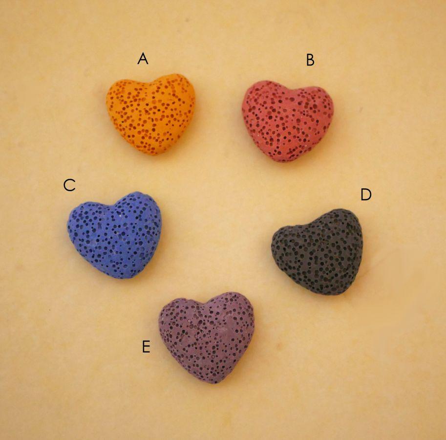 Collier pendentif Coeur boite à parfum, pierre de lave couleur au choix aux perles assorties et breloque argentée