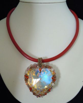 Collier pendentif Grand coeur Hyacinth cuir rouge