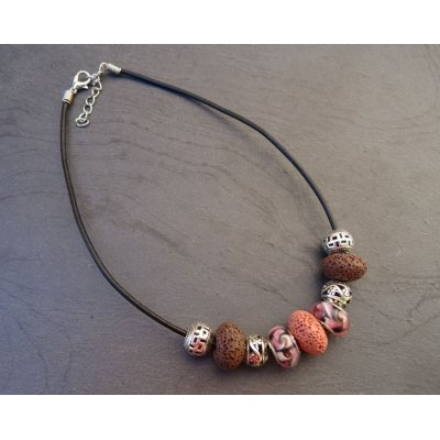 Collier perles Rose-Beige sur cuir noir