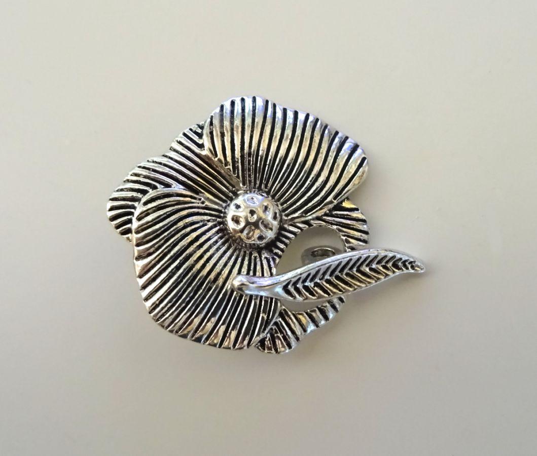 Fermoir en T Fleur 29 mm argenté vieilli
