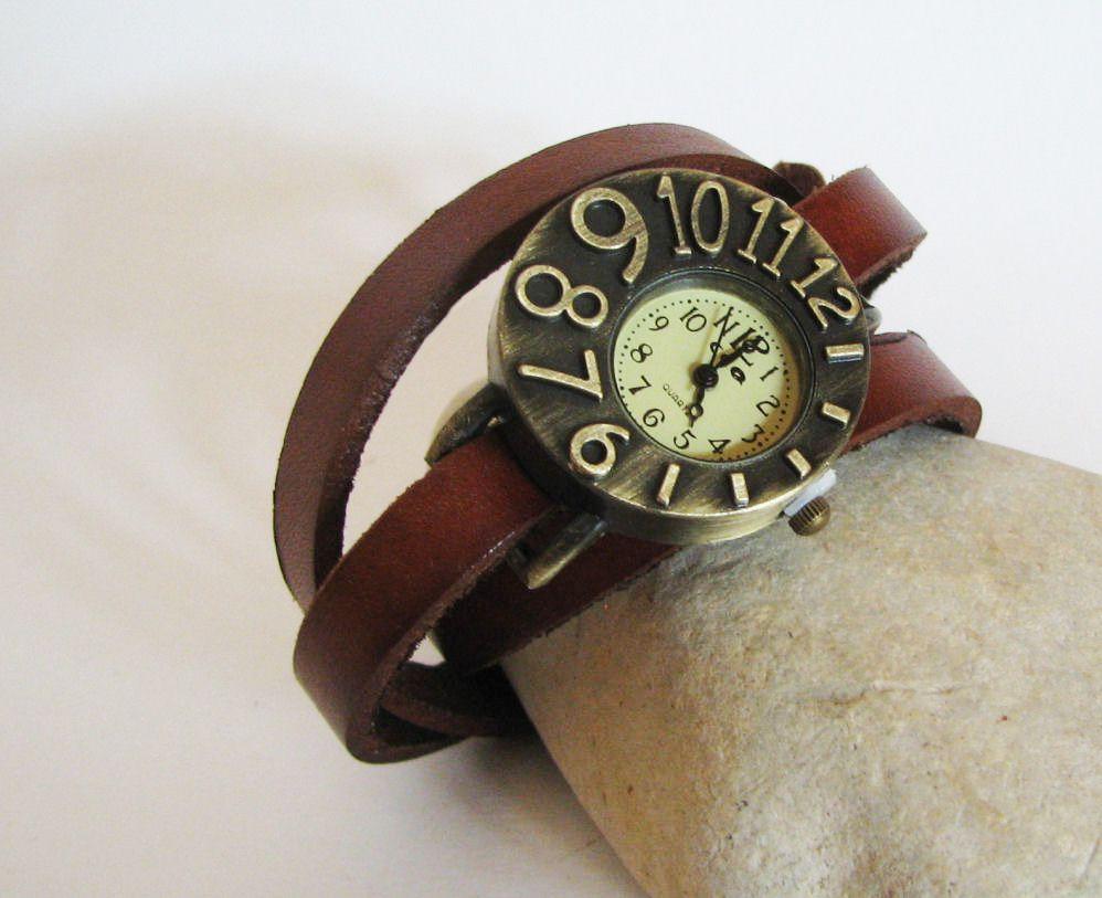 Montre bracelet cuir cadran asymétrique