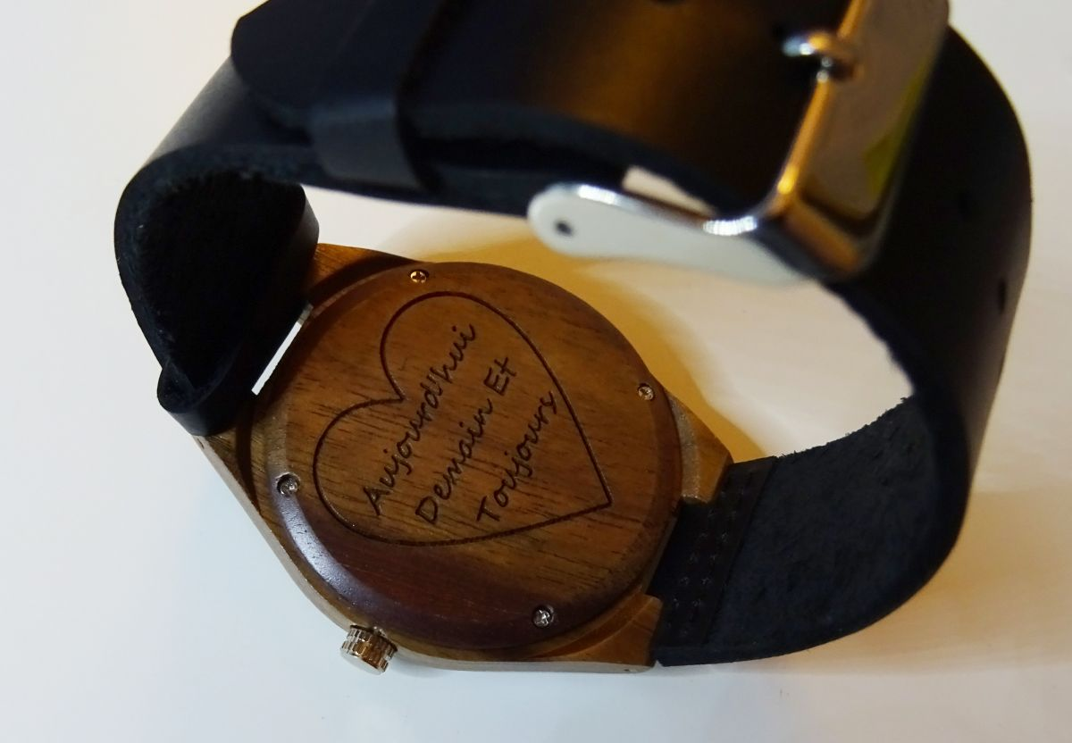 Montre homme bois Noyer sur cuir Noir à graver