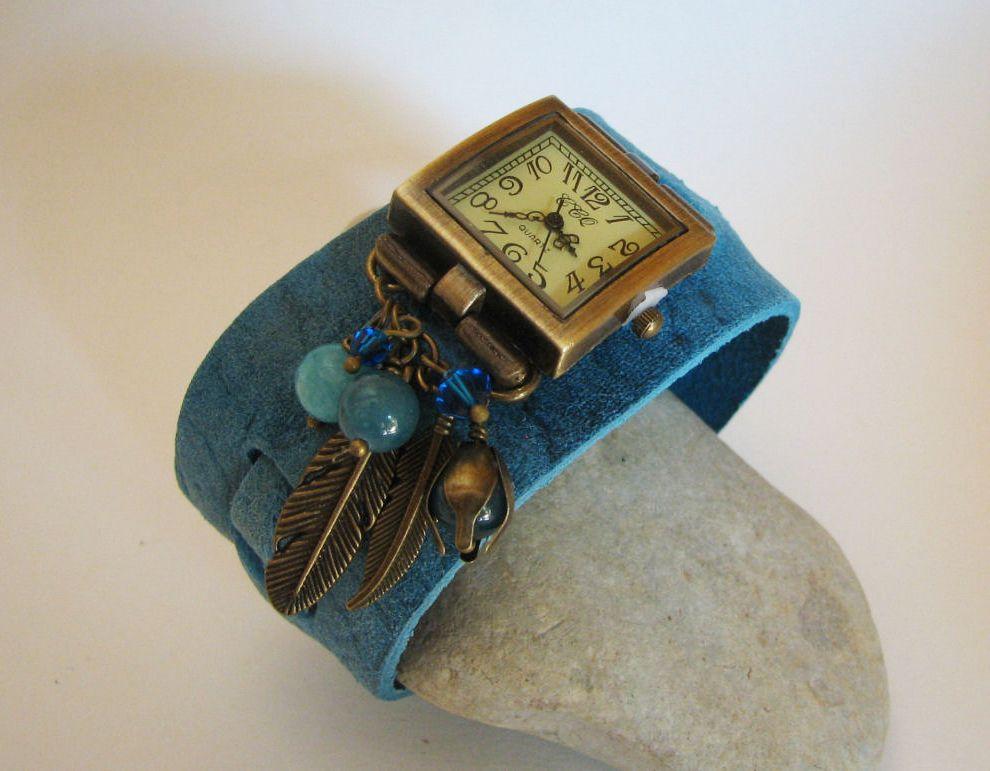 Montre originale bracelet cuir large décor fleurs