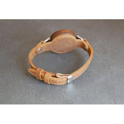 Montre ronde en bois pour femme bracelet fin cuir marron