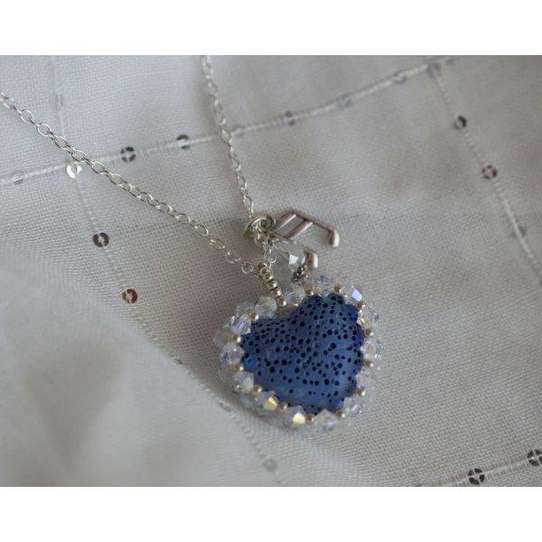 Pendentif  Coeur pierre de lave bleu diffuseur sur chaîne argentée