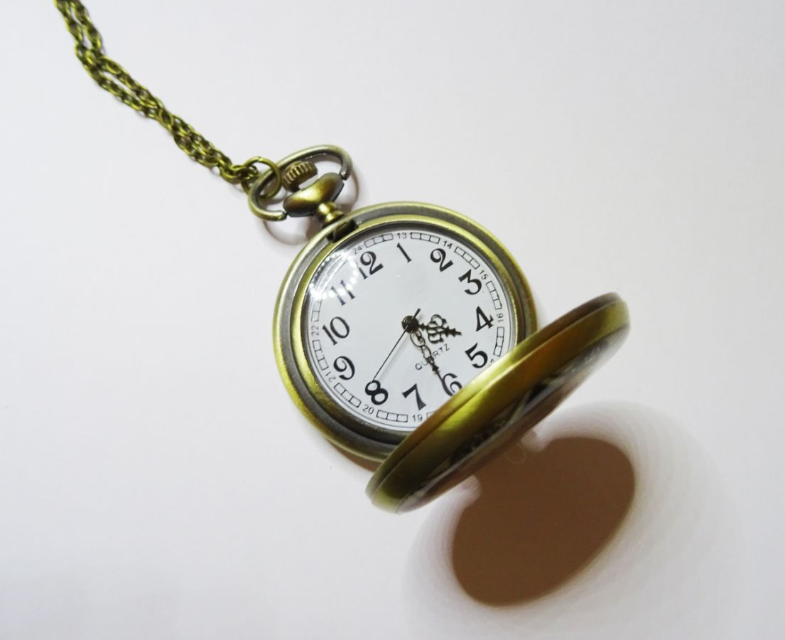 Grand pendentif montre gousset sur chaîne