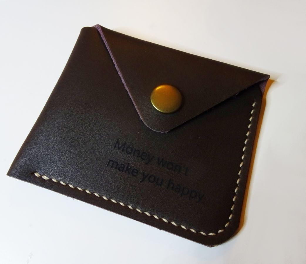 Pochette en cuir Café à bouton gravée