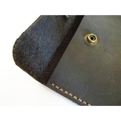 Pochette en cuir Noir à bouton gravée