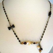 Collier barre de perles nacrées