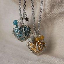 Collier pendentif Coeur boite à parfum, pierre de lave blanc et rose aux breloques argentées