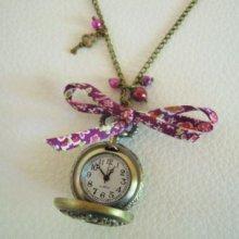 Collier pendentif montre Gousset fuchsia
