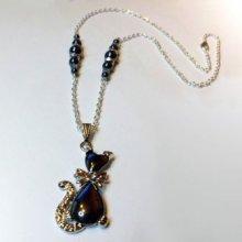 Collier pendentif Chat aux perles hématites