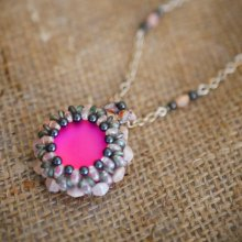 Collier pendentif  Queensland rose