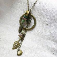 Collier sautoir au long pendentif esprit bohème et végétal