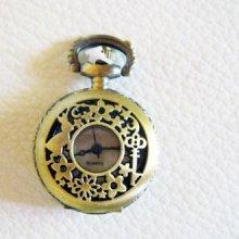 Pendentif gousset bronze décor lapin et clef