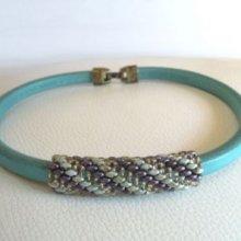Collier cuir en perles Violet/vert en Kit