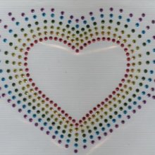 Coeur multicolore en strass