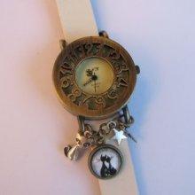 Grosse montre rétro cuir blanc Chatmoureux