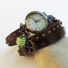 Montre bracelet cuir cloutés marron au treffle et cube vert